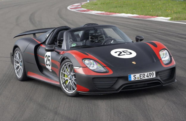 Porsche 918 Spyder black/red front three quarter