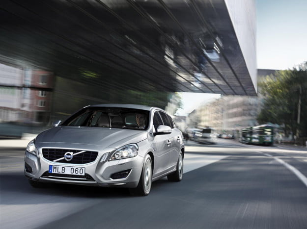 Volvo V60 plug-in diesel hybrid front three quarter motion