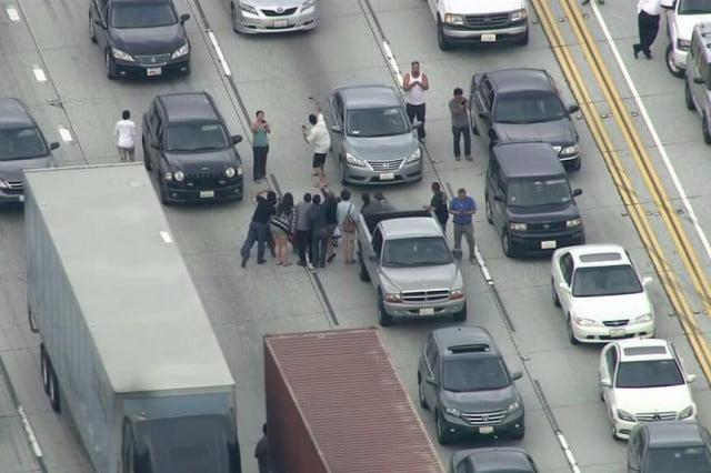 la drivers take selfies while stranded  group photos