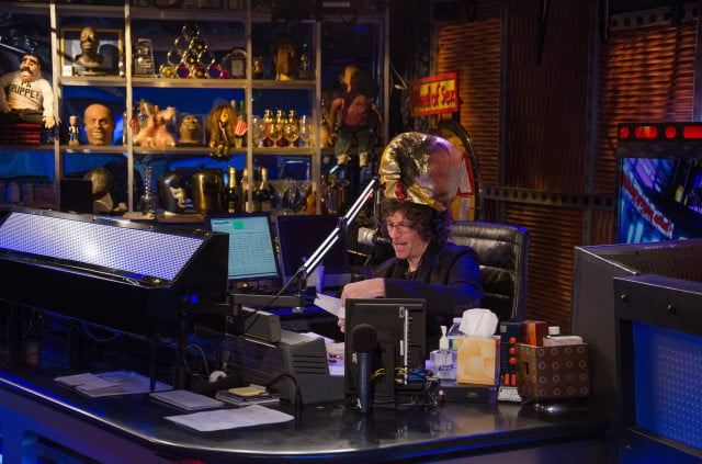 howard stern inks new deal with siriusxm