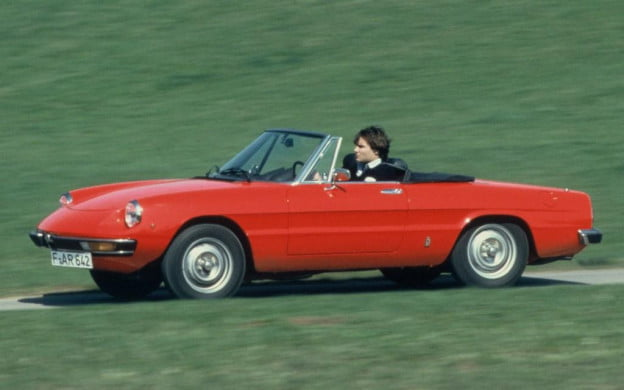 Alfa Spider side view driving