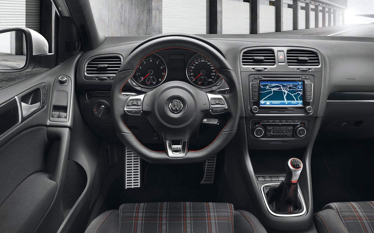 2014 vs 2015 volkswagen golf gti digital trends for Interior volkswagen golf