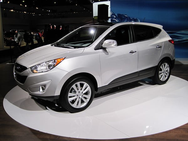 hyundai lightens reshapes tucson compact suv for 2010 digital trends. Black Bedroom Furniture Sets. Home Design Ideas