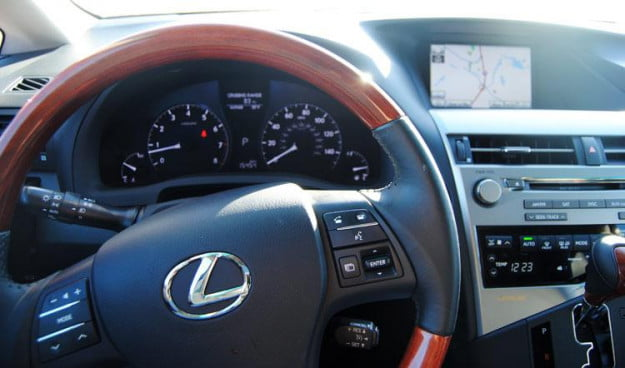 2011-Lexus-RX350-steering-wheel