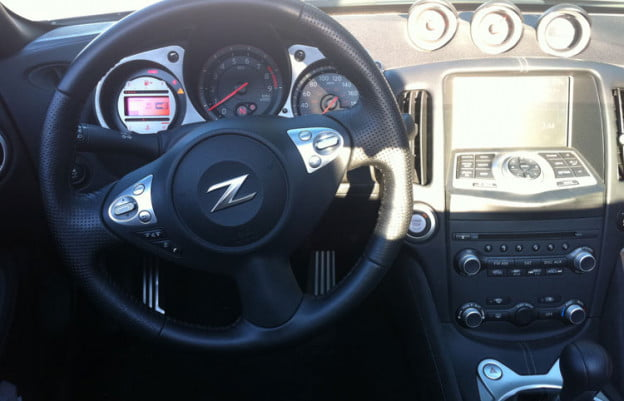 2011-nissan-370z-wheel-dash