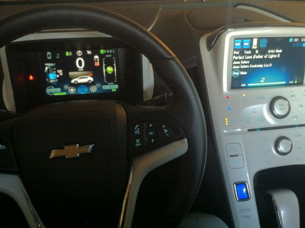 2012-Chevy-Volt-Wheel-and-Console