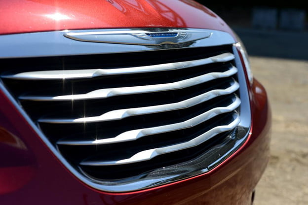 2012 Chrysler 200 Convertible review exterior front grill touring