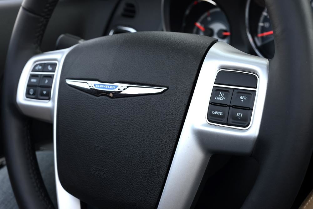 2012 Chrysler 200 Convertible review interior steering wheel closeup touring