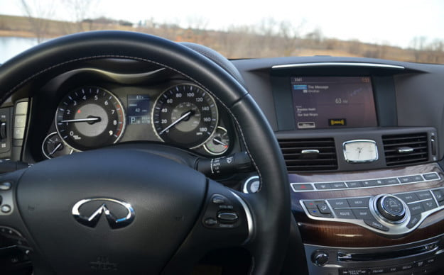 2012-infiniti-m56x-review-interrior-wheel-dash