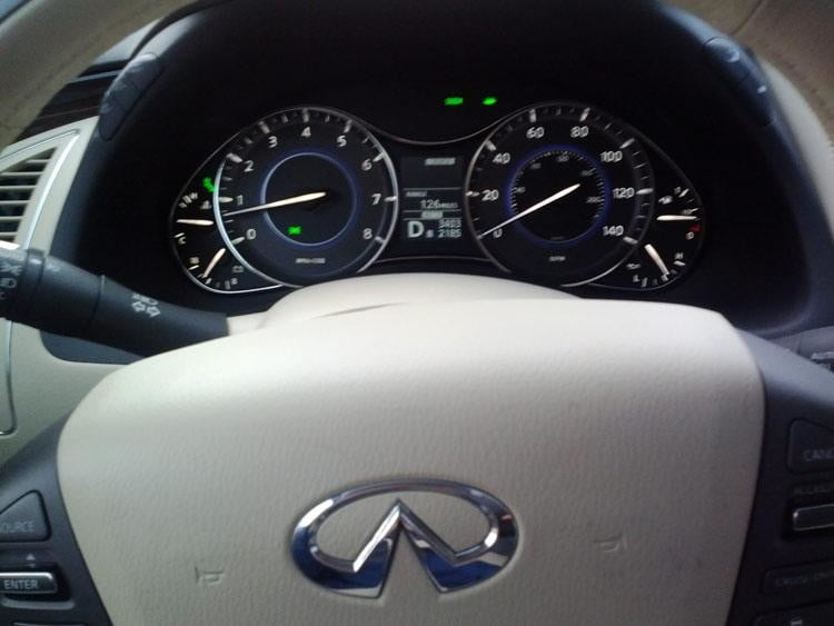 2012-Infiniti-QX56-steering-wheel