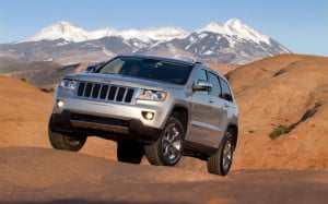 2012 Jeep Grand Cherokee front-three-quarter view