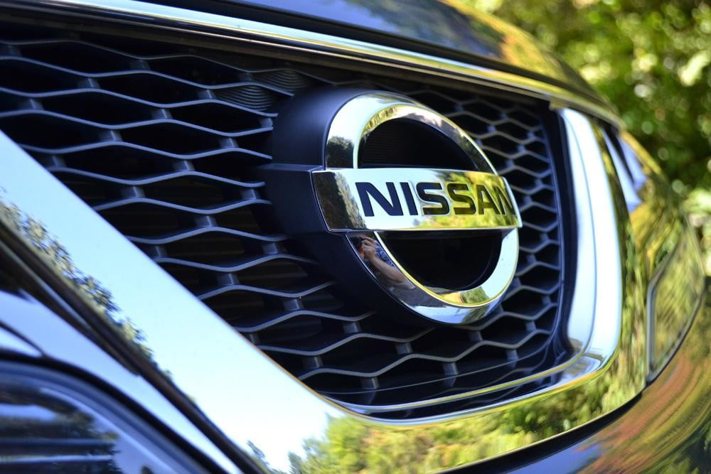 2012 Nissan Murano Crossover Review exterior nissan logo front grill car review