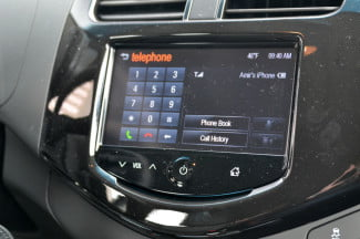 2013-Chevrolet-Spark-2LT-Stitcher-telephone