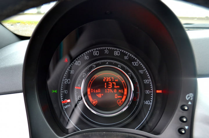 fiat review speedometer