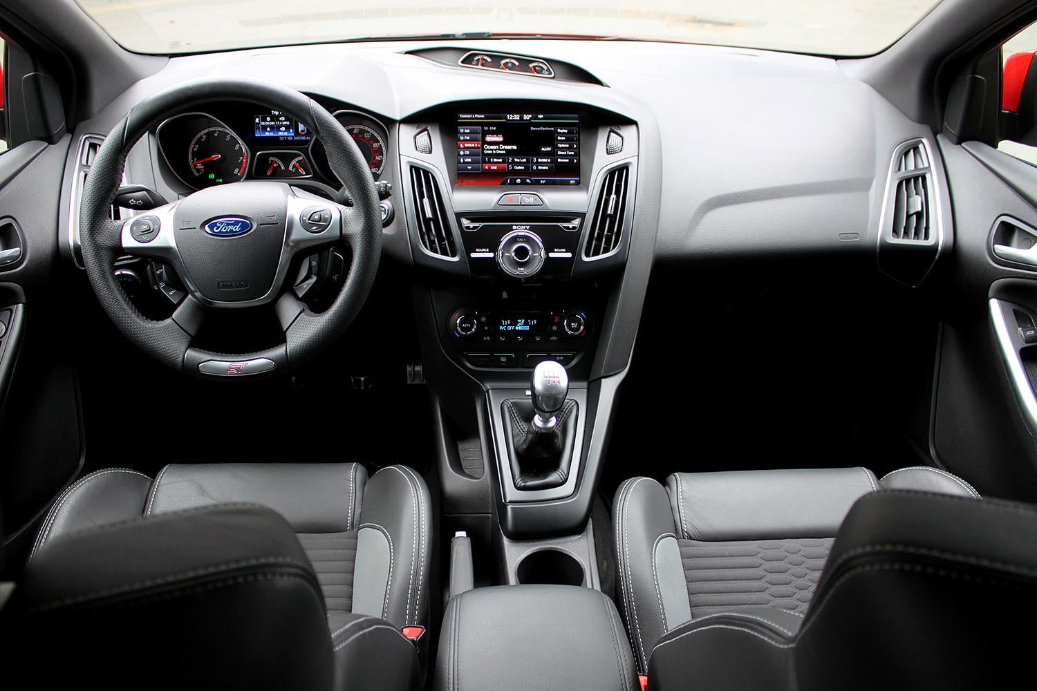 2014 ford focus st review digital trends. Black Bedroom Furniture Sets. Home Design Ideas