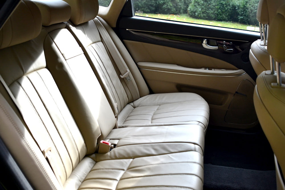 2013 Hyundai Equus review back seats luxury car