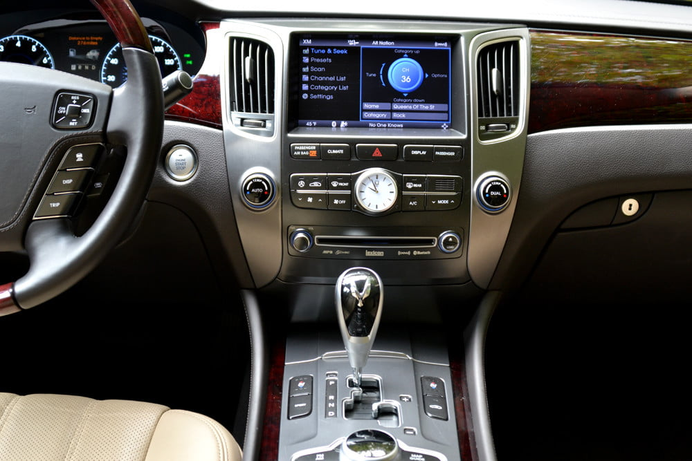 2013 Hyundai Equus review middle console screen luxury car