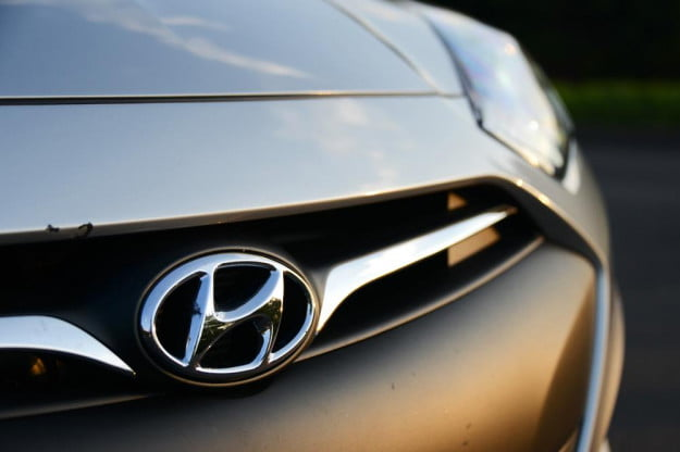 2013 Hyundai Genesis Coupe front grill emblem