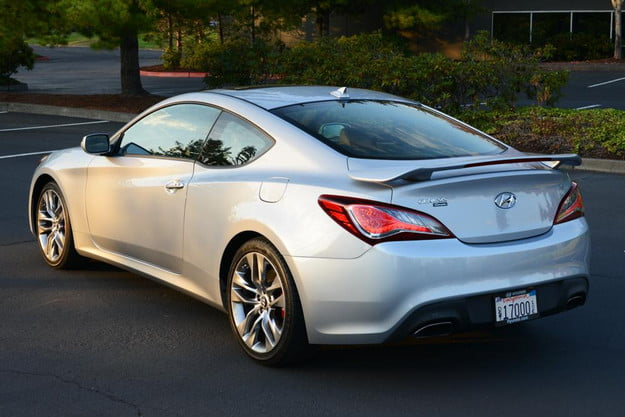 2013 Hyundai Genesis Coupe side rear angle