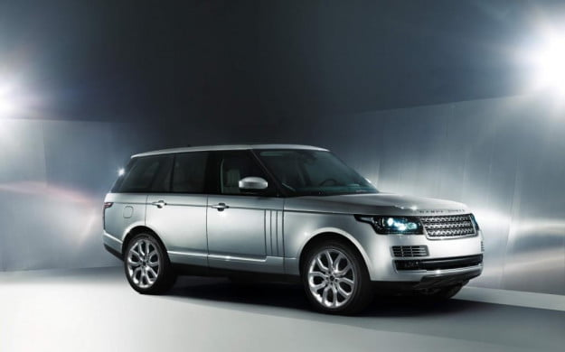 2013 Land Rover Range Rover front three-quarter view