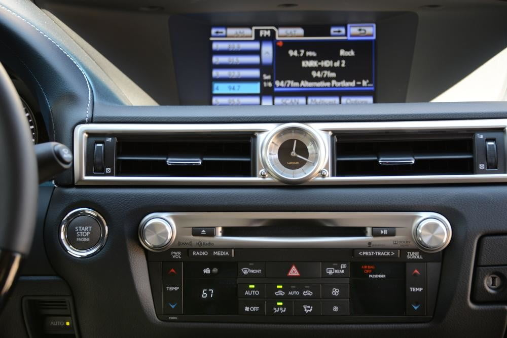 2013 Lexus GS 350 review dash stereo touchscreen sedan