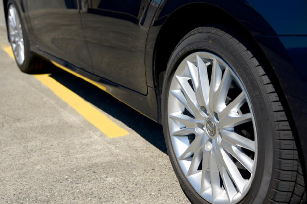 2013 Lexus GS 350 review rims sedan