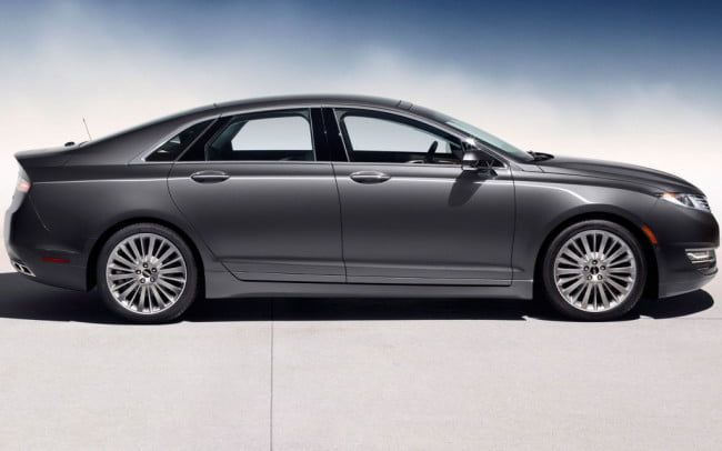 2013 Lincoln MKZ profile view