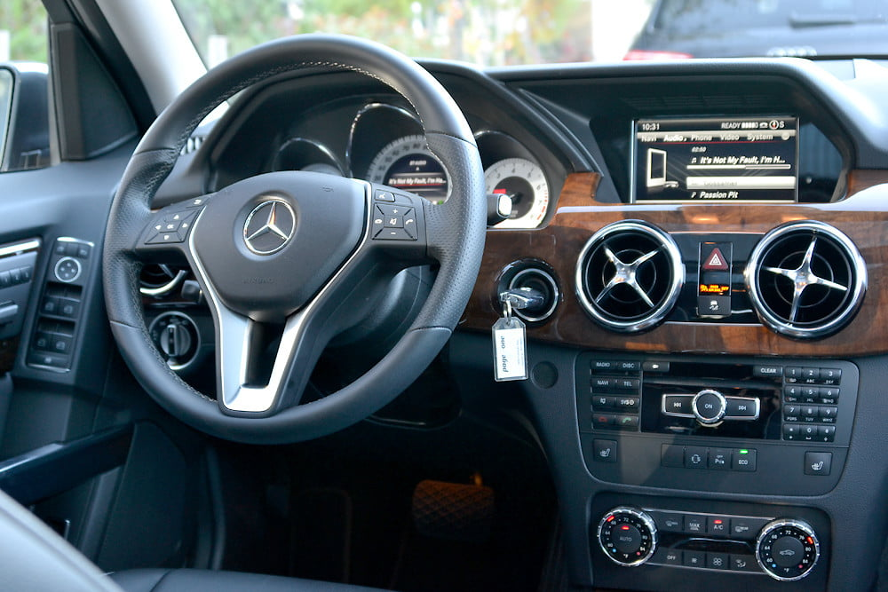 2013 Mercedes GLK350 interior drivers side