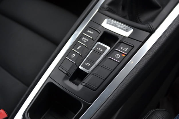 2013 Porche Boxter review middle console