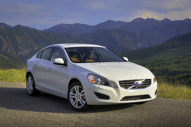2013 Volvo S60 tech hands on front angle