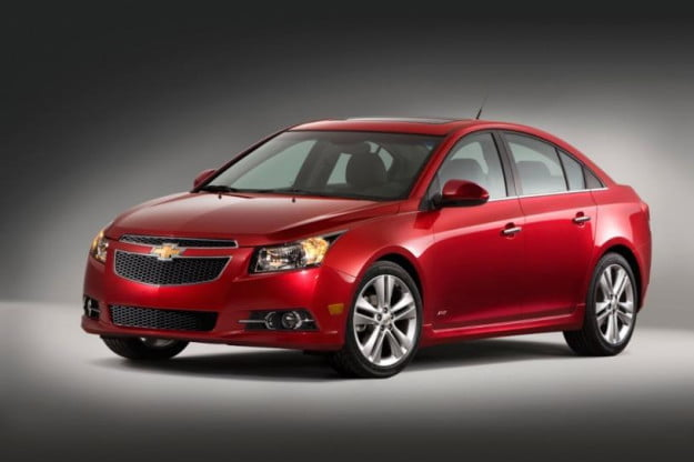 2013 Chevrolet Cruze RS front three-quarter view