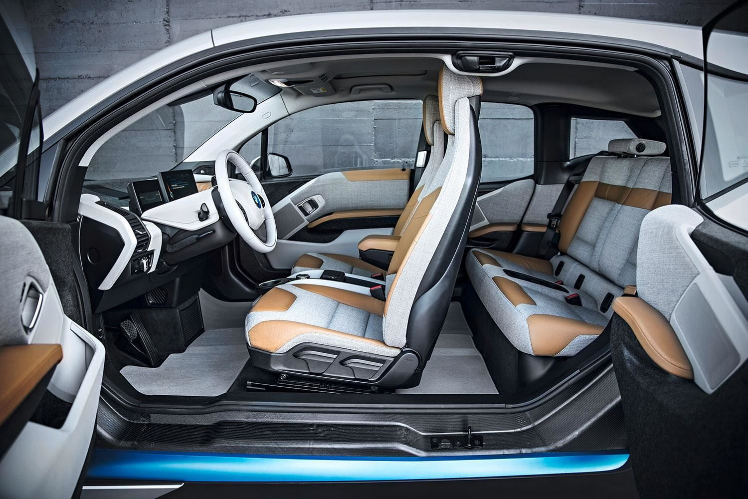 2014 BMW i3 interior front and rear