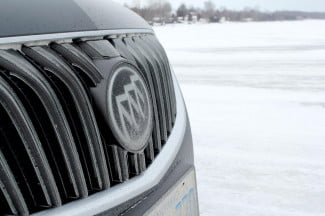 2014 Buick Regal GS AWD front badge 1
