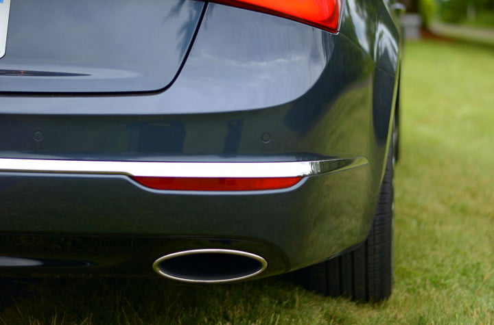 kia cadenza review exterior rear exhaust macro