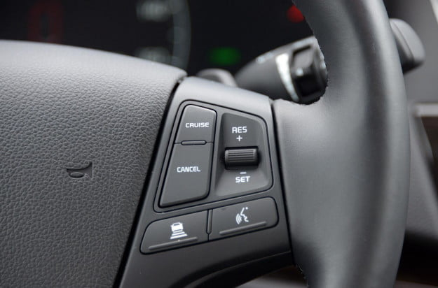 2014 Kia Cadenza interior steering wheel controls right macro