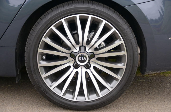 kia cadenza review wheel macro