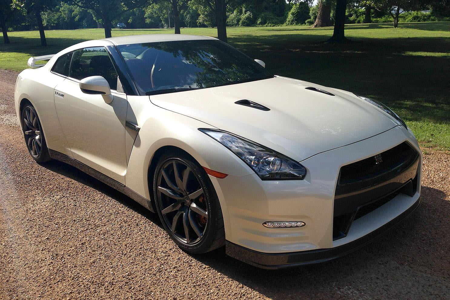 2014 nissan gt r review digital trends. Black Bedroom Furniture Sets. Home Design Ideas