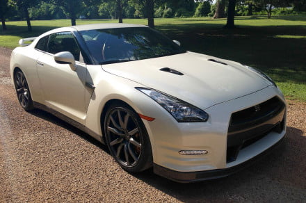 2014 Nissan GT R front angle