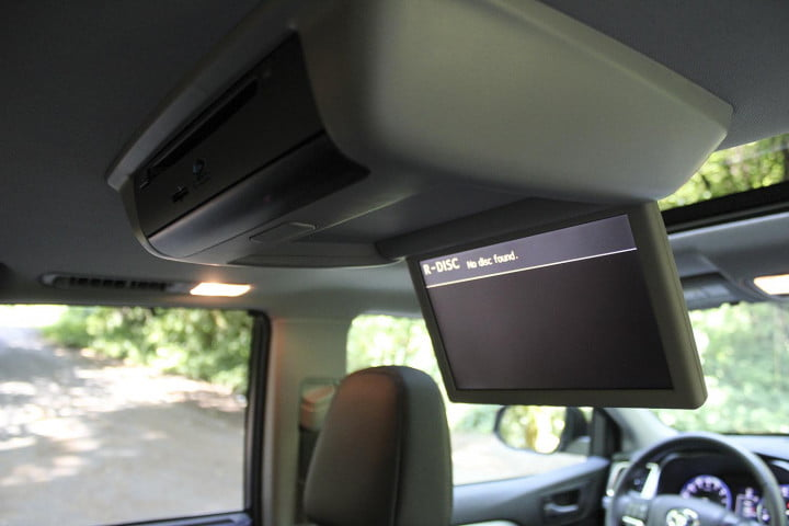 toyota highlander xle awd review back screen