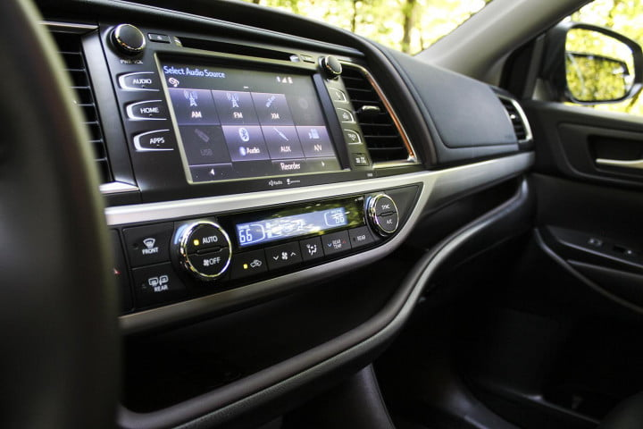 toyota highlander xle awd review center console screen