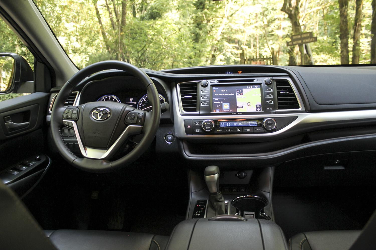2014 toyota highlander xle awd review digital trends. Black Bedroom Furniture Sets. Home Design Ideas