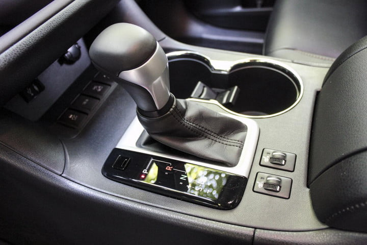 toyota highlander xle awd review gearstick