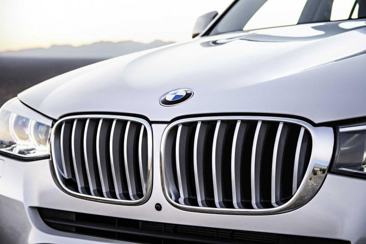 bmw x debuts chicago auto show