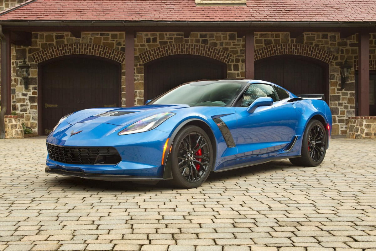 chevy offers corvette engine build experience to z  buyers chevrolet corvettez