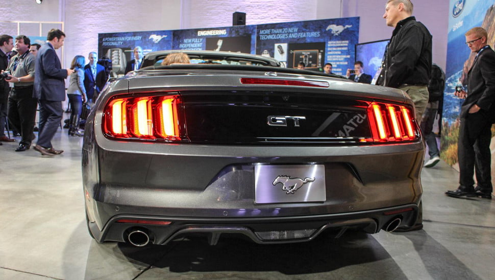 2015-ford-mustang-rear-tail-lights-angle