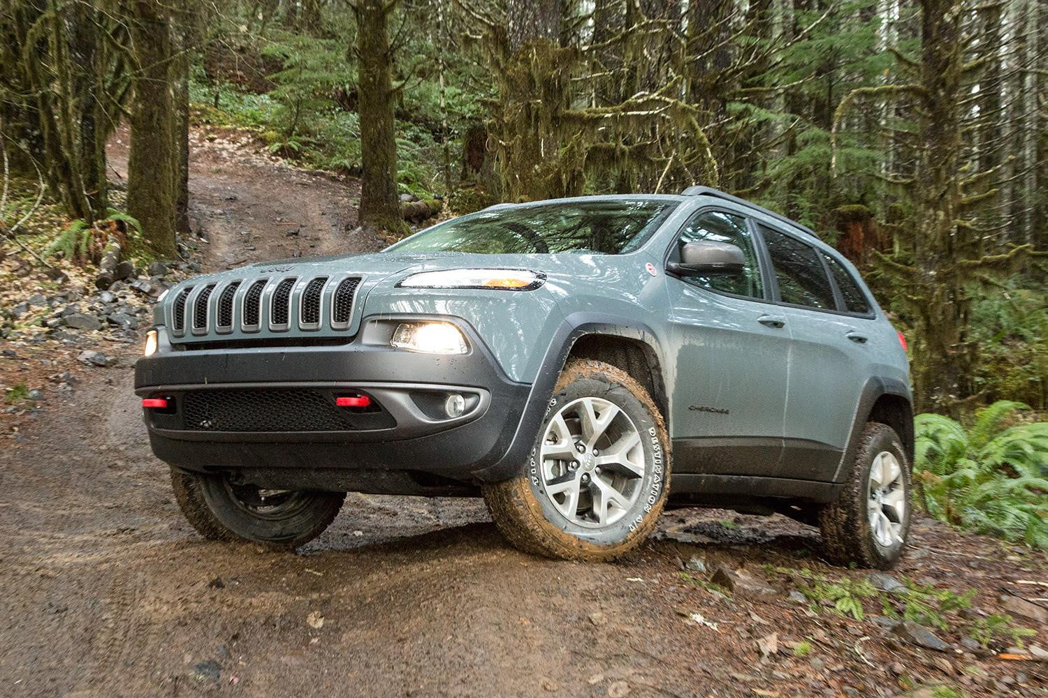 2015 jeep cherokee trailhawk review digital trends. Cars Review. Best American Auto & Cars Review
