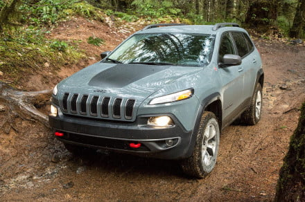 2015 Jeep Cherokee Trailhawk front angle 4