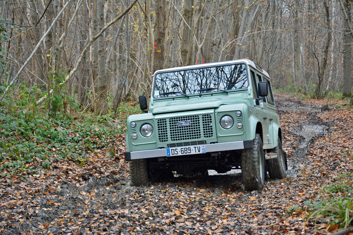 land rover defender resurrected news plan details  front driving