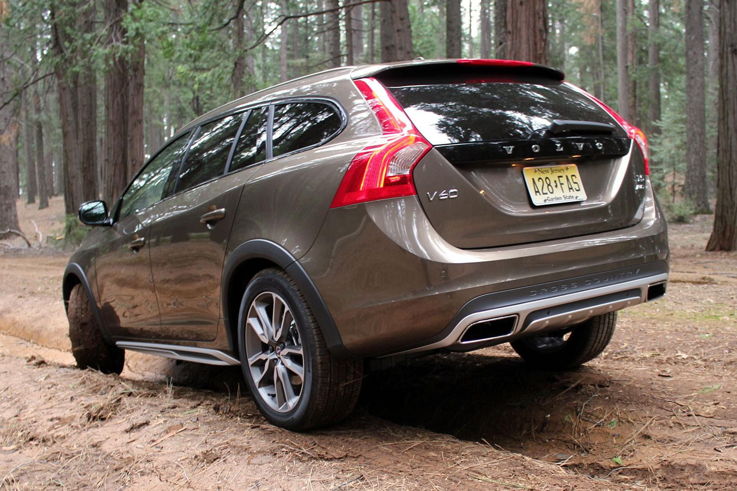 2015 volvo v60 cross country review digital trends. Black Bedroom Furniture Sets. Home Design Ideas