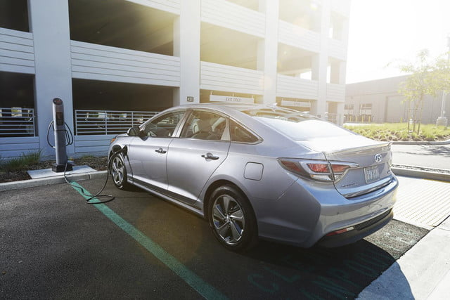here hubject charge  hyundai sonata plug in hybrid charging station wide detroit auto show